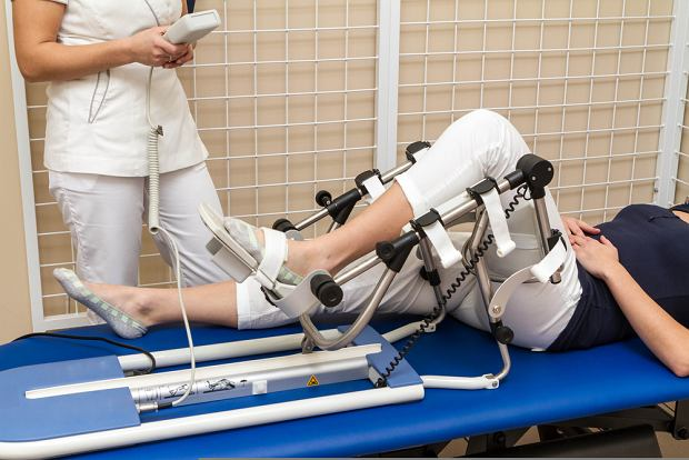 To są dramaty, ale prawda jest taka, że pacjentom powypadkowym zawsze jest łatwiej niż tym po incydentach, jak pęknięcie tętniaka czy naczyniaka w mózgu albo rdzeniu kręgowym, albo wystąpienia niedowładu po operacji wycięcia guza (fot. Shutterstock)