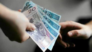 Podrabiane banknoty (zdjęcie ilustracyjne)