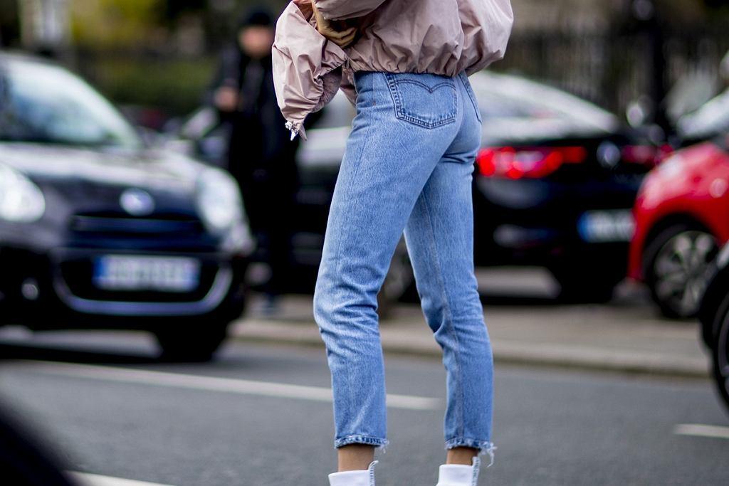 Jeansy, które czarują? Ten model musisz mieć w swojej szafie!