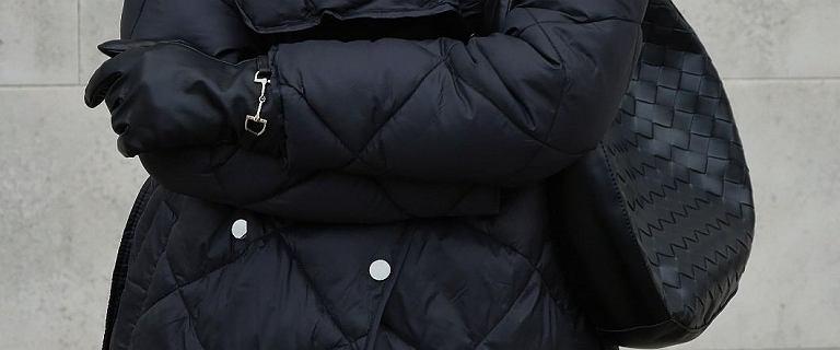 Te kurtki i płaszcze dla 50-tek są idealne na chłodne dni! Model z wiązaniem wysmukli talię