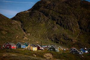 """""""The New York Times"""": Grenlandia - lód ustępuje, więc świat łakomym okiem patrzy na jej bogactwa"""