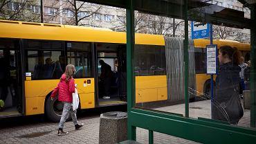 Przystanek autobusowy (zdjęcie ilustracyjne)