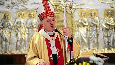 Rezurekcje w parafii Zesłania Ducha Świętego pod przewodnictwem kardynała Kazimierza Nycza