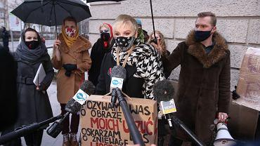 Organizatorka Strajku Kobiet w Szczecinie Dagmara Adamiak przed przesłuchaniem.