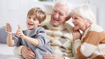 Laurka na Dzień Babci i Dziadka sprawi wiele radości seniorom. Zdjęcie ilustracyjne