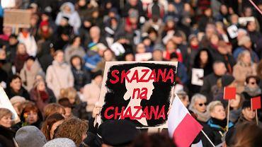 'Skazana na Chazana' -  Profesor Bogdan Chazan, ginekolog, wejdzie w skład zespołu, który przygotuje nowe przepisy dotyczące opieki nad rodzącą. - To dla pacjentek policzek - komentują organizacje broniące praw kobiet