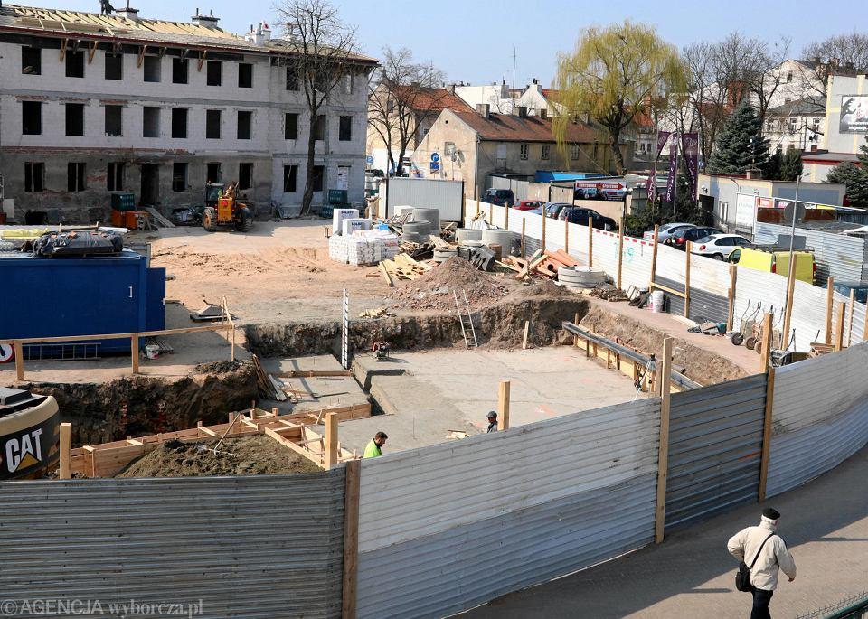 Fundamenty trzykondygnacyjnego budynku przy Kaczmarskiego już powstają
