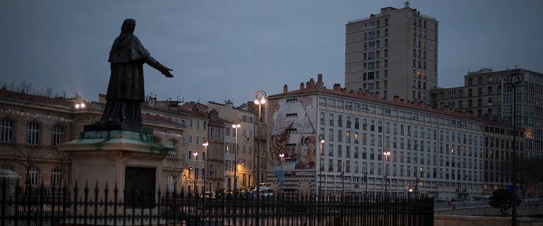 Miasto zbrodni, jedno z najniebezpieczniejszych w Europie. Milik trafił z deszczu pod rynnę