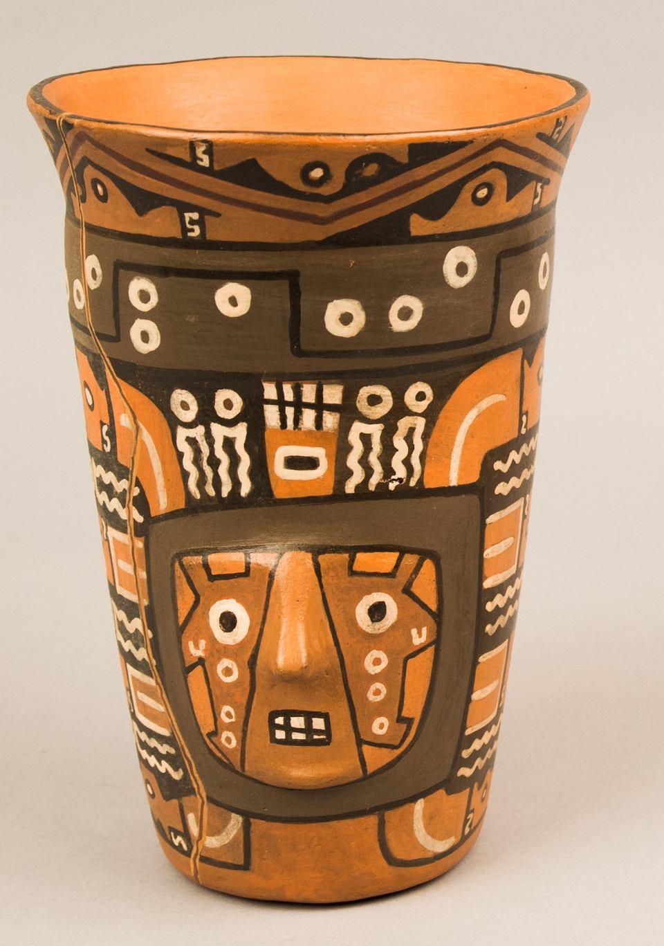 Replika ceramicznego naczynia do chichy z Cerro Baul
