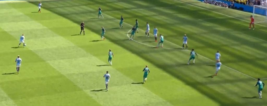 Zagęszczona defensywa Tottenhamu, próby odbioru dopiero w pobliżu własnej bramki