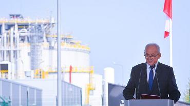 Minister Krzysztof Tchórzewski podczas podpisywania umowy na finansowanie rozbudowy Gazoportu w Świnoujściu