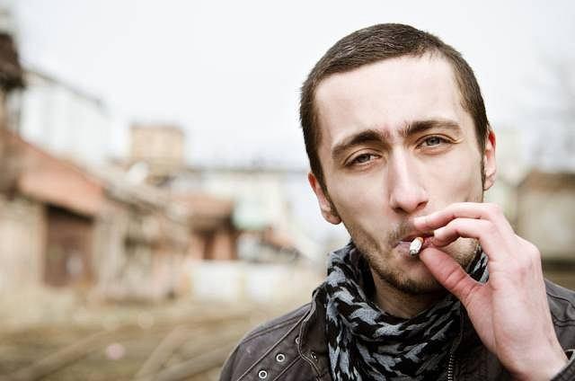Palenie papierosów sprzyja powstawaniu nowotworów w obrębie jamy ustnej