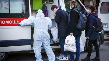 Pandemia koronawirusa. Medycy i studenci w maseczkach. Mińsk, Białoruś, 13 marca 2020