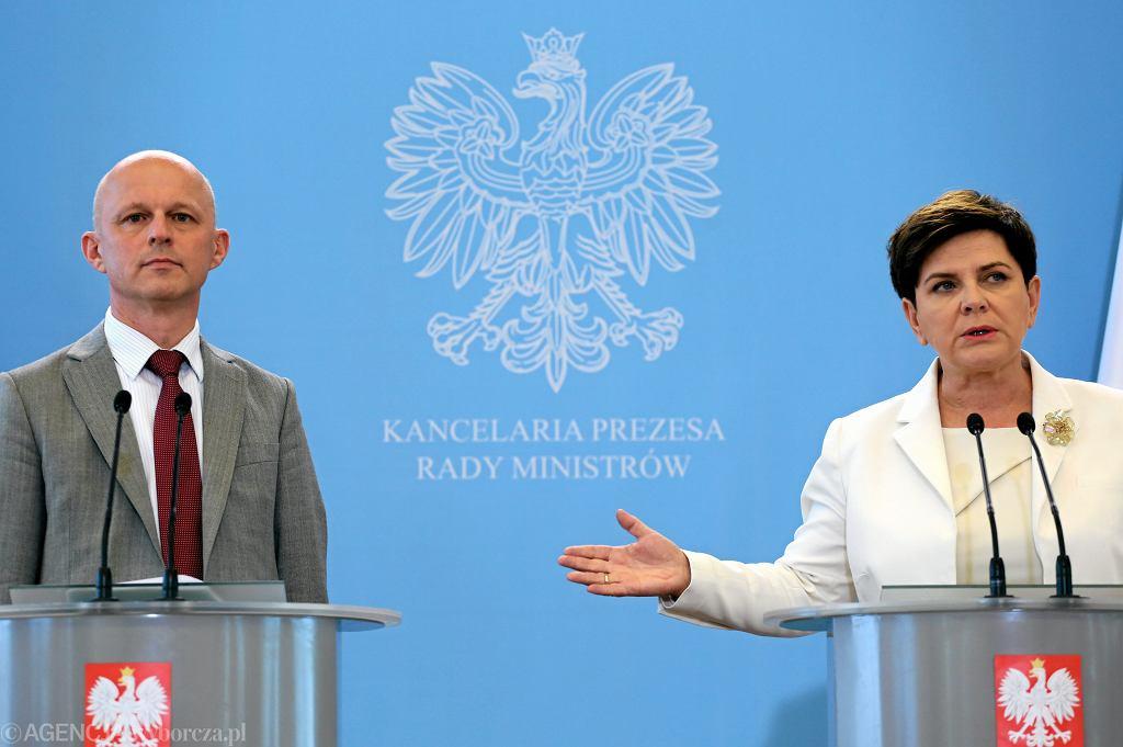 Premier Beata Szydło, minister finansów Paweł Szałamacha