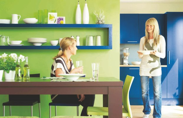 Pomieszczeni urządzone w odcieniu Indygo, ściany, malowanie, kolorystyka