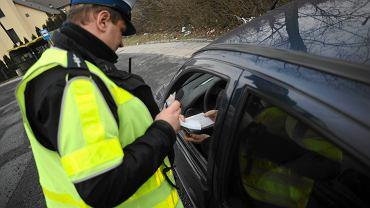 Funkcjonariusze drogówki podczas pracy