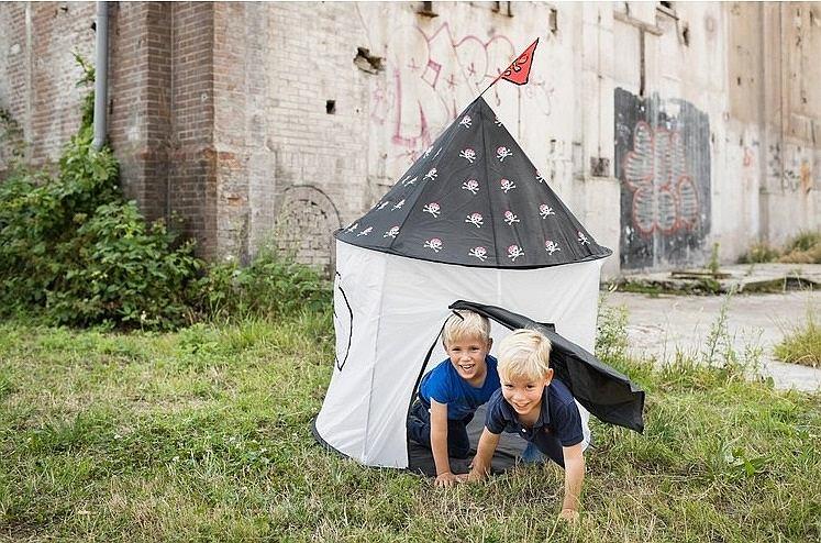 Namiot dla dzieci sprzyja kreatywnym zabawom, rozwijającym wyobraźnię
