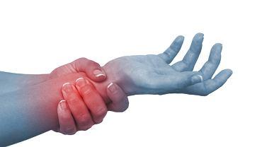 Bolący nadgarstek potrafi utrudnić wiele codziennych czynności