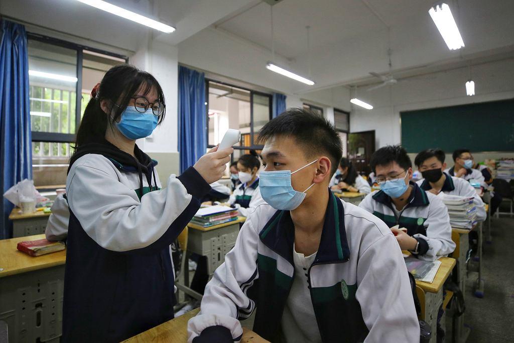 W Chinach uczniowie wrócili do szkoły