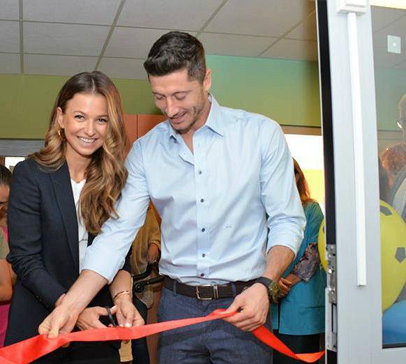 Anna i Robert Lewandowscy otworzyli wyremontowaną klinikę rehabilitacji w Centrum Zdrowia Dziecka