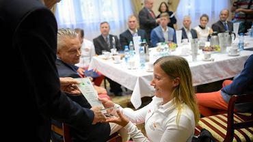 Spotkanie prezydenta Piotra Grzymowicza z olimpijczykami z Olsztyna oraz Warmii i Mazur. Na zdjęciu Monika Gibes