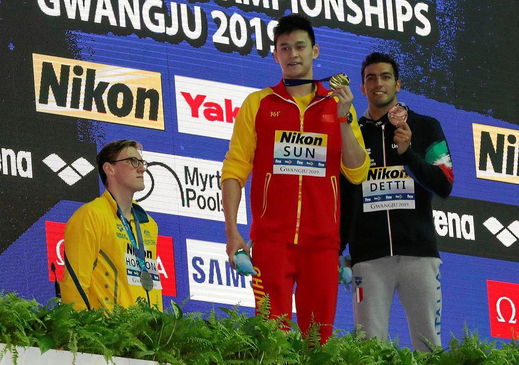 Sun Yang zdobył złoto. Australijczyk Mack Horton, na znak protestu, nie stanął na podium obok chińskiego pływaka.