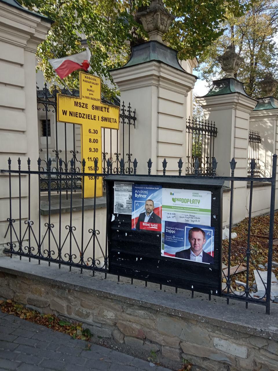 Wybory Samorządowe 2018 Plakaty Wyborcze Pis Na Tablicy Pod