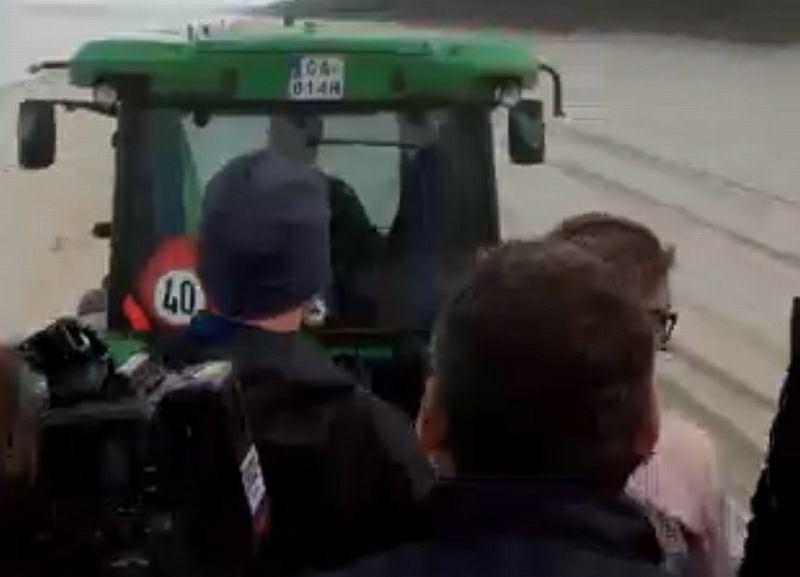 Dziennikarze dojeżdżają na konferencję prasową