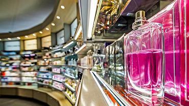 kosmetyki, wyprzedaż. zdjęcie ilustracyjne