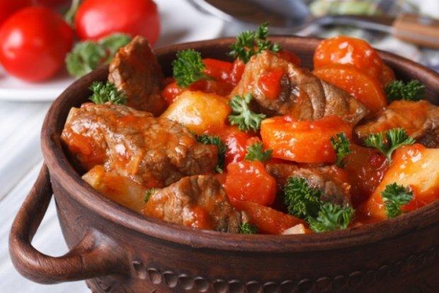 Gulasz Z Kiełbasy Wszystko O Gotowaniu W Kuchni Ugotujto