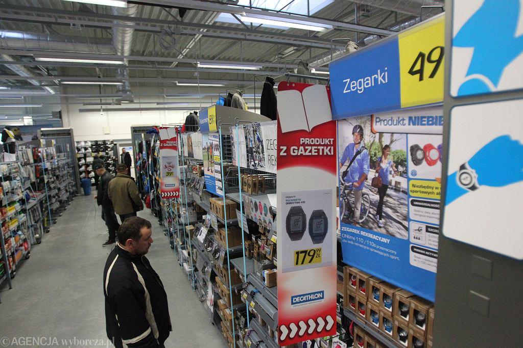 Decathlon wycofał ze sprzedaży fajkę pływacką firmy Arena