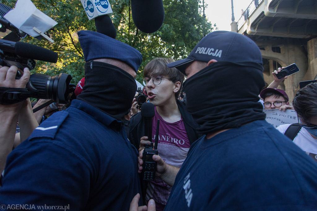 Blokada aresztowania Margot (c), aktywistki LGBT. 7 sierpnia 2020