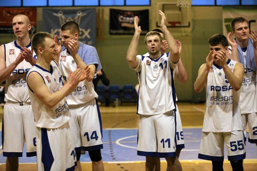 Mikołaj Stopierzyński (nr 11) w poprzednim sezonie zdobywał punkty dla UTH Rosy