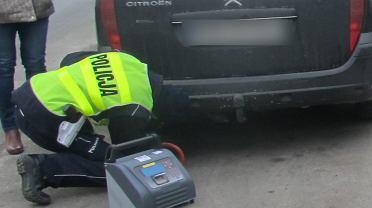Policja kontroluje auta