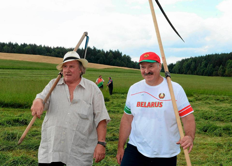 Gérard Depardieu i Aleksander Łukaszenko, jak się okazuje, lubią razem pracować nie tylko w rezydencji tego drugiego