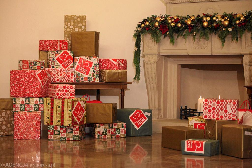Szlachetna Paczka to akcja, która zaczyna się kojarzyć z Bożym Narodzeniem. Na zdjęciu paczki przekazane przez prezydenta Andrzeja Dudę i pierwszą damę, Agatę Kornhauser-Dudę. Pałac Prezydencki, 24.11.2016 r.