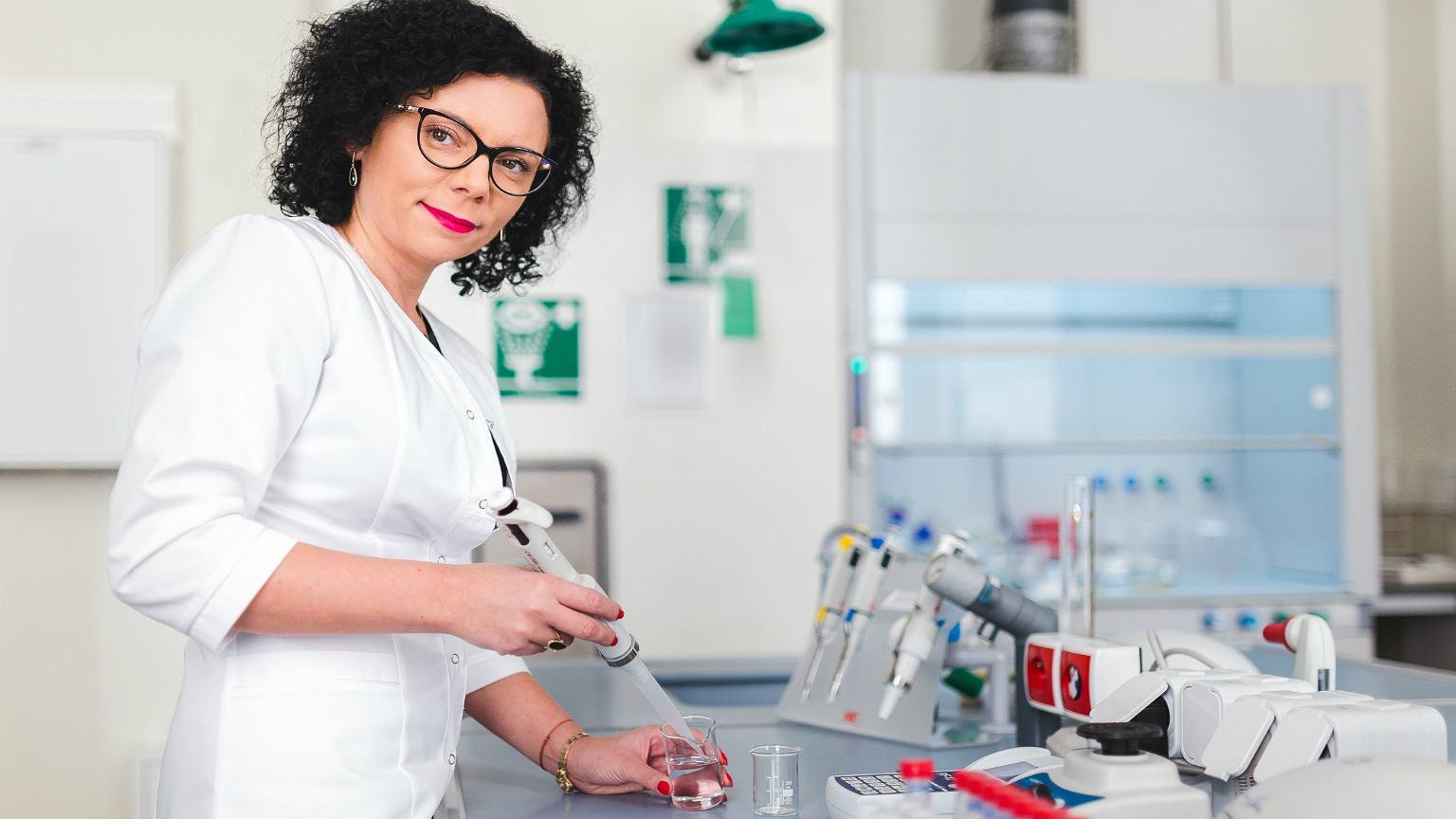 Magdalena Drac-Tatoń w laboratorium