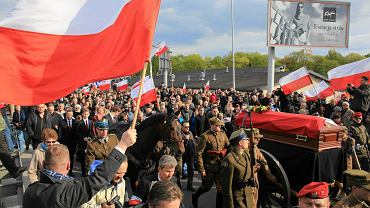Uroczysty pogrzeb szczątków pułkownika Zygmunta Szendzielarza 'Łupaszki' na warszawskich Powązkach, 24 kwietnia 2016 r.
