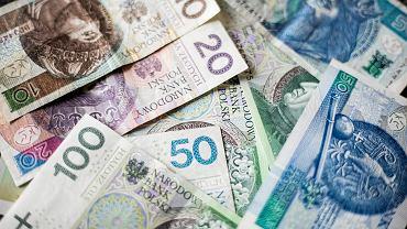 Kursy walut 30.07. Złoty zyskuje wobec głównych walut [Kurs dolara, funta, euro, franka]