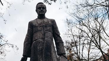 Pomnik kapelana ' Solidarności' księdza Henryka Jankowskiego został oblany farbą