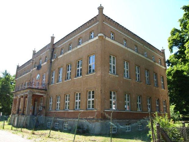 Sprzedaż nieruchomości - zabytkowy pałac z kompleksem parkowym!