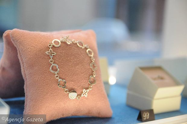 Nie wszystko złoto, co się świeci. Jak kupować biżuterię na prezent?