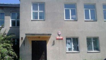 Opuszczona szkoła niszczeje