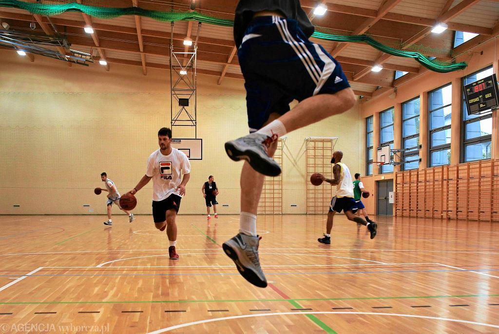 Mateusz Bierwagen na treningu koszykarzy Legii