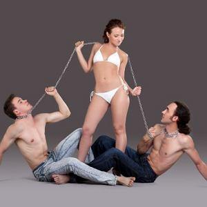 Kobiety w związku z Panem Brzydki-Ale-Dobry podczas dni płodnych wykazują większą skłonność do rozglądania się za przystojniejszymi mężczyznami
