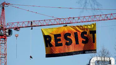Baner Greenpeace przed Białym Domem