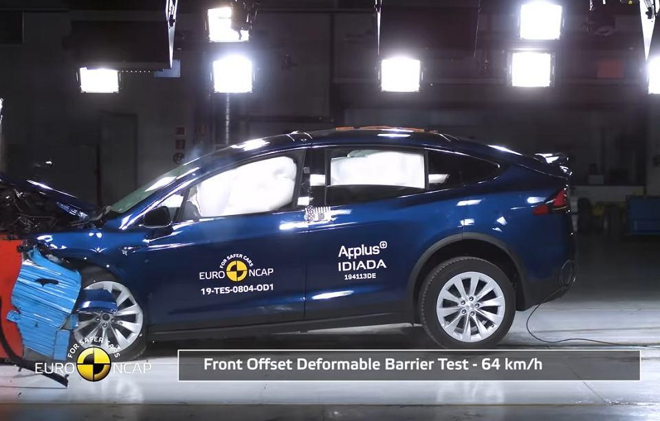 Tesla Model X w teście zderzeniowym