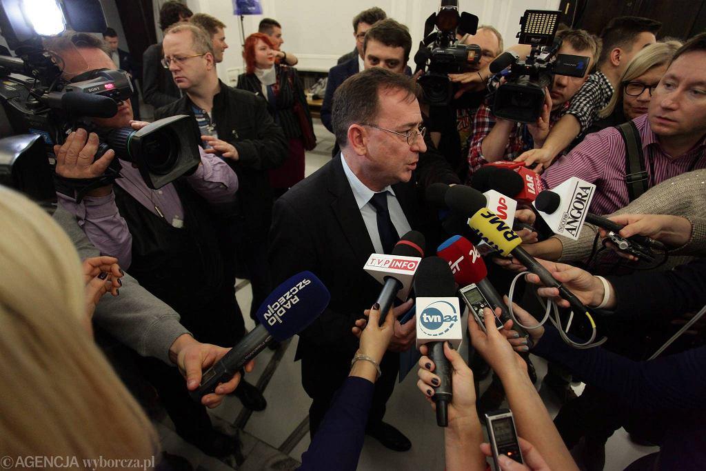Po wyroku, ale jeszcze przed wyborczym zwycięstwem PiS, Mariusz Kamiński mówił w RMF, że 'nie jest zainteresowany łaską i liczy na uniewinnienie'. Po wyborach zmienił zdanie
