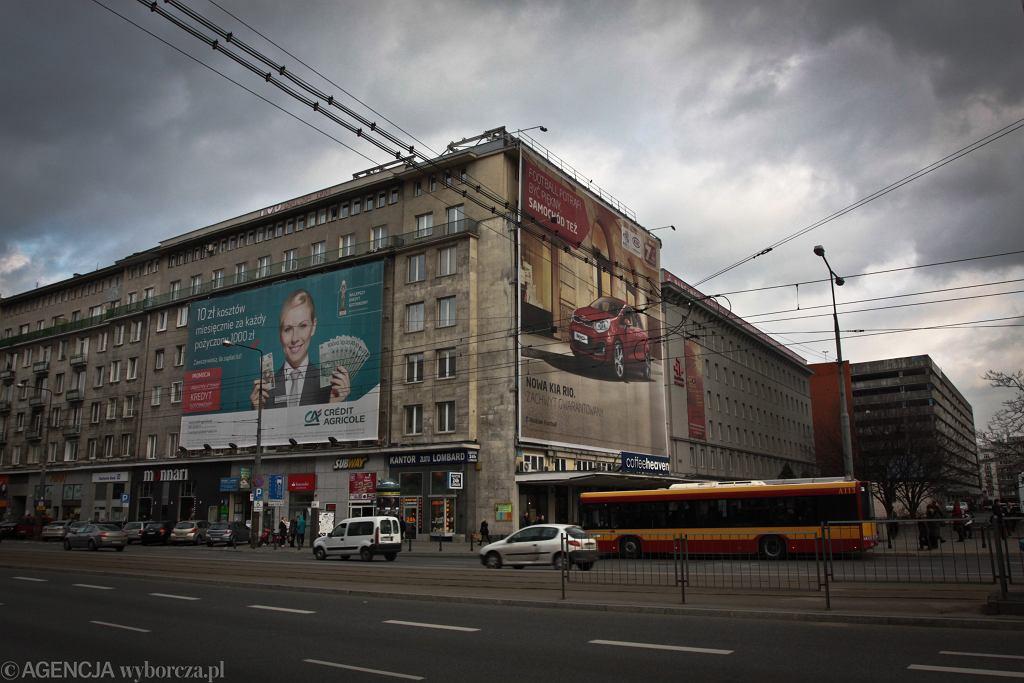 Warszawa zasłonięta banerami