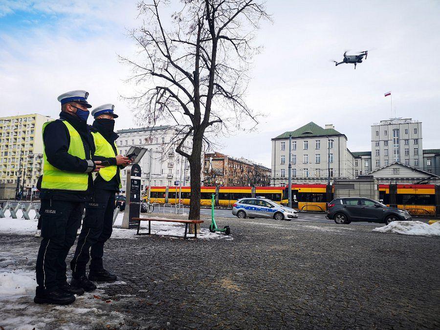 Warszawska policja wykorzystuje drony do patrolowania przejść dla pieszych